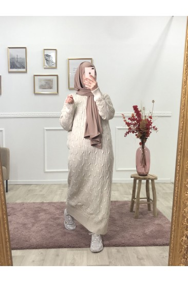 Robe pull torsade nude