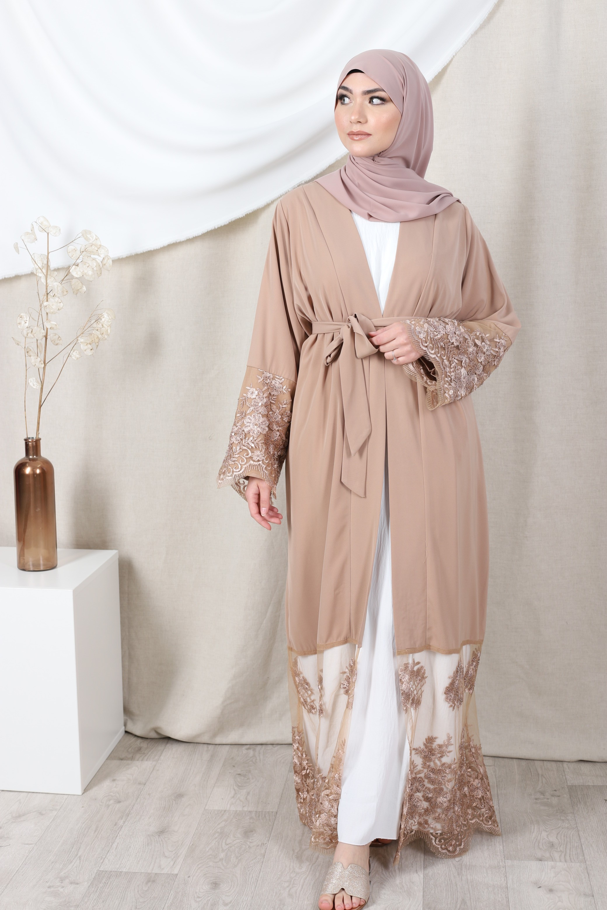 Abaya lace beige